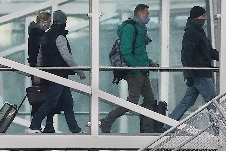 Каксообщаетуправление ФСИН поМоскве, Навальный будет находиться под стражейдорешения суда, которыйопределит ему дальнейшую меру пресечения