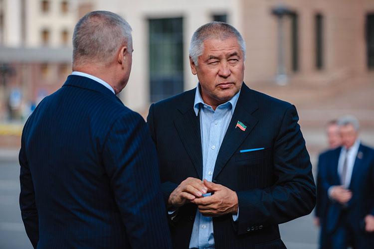 Со слов Фоата Комарова, «СМП-Нефтегаз» недополучит около 1 млрд рублей, а «Трансойл» — около 100 млн рублей прибыли