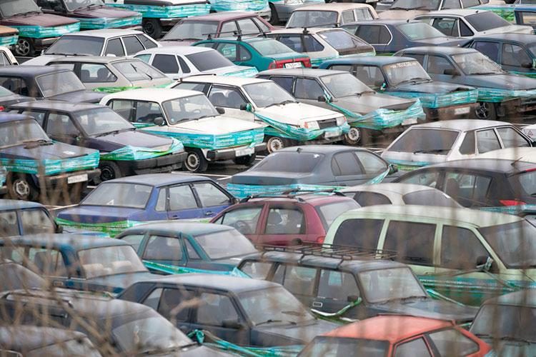 «Раньше что было: если машина попадала в ДТП, стоимость хранения машины иногда становилась больше стоимости самой машины, и у потребителя не было никакого интереса (эту машину забирать)»