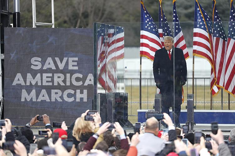 «Люди больше себя ассоциируют вДональдом Трампом, чем сРеспубликанской партией. Из70млн человек процентов 70 считают, что они нестолько республиканцы, сколько трамписты»
