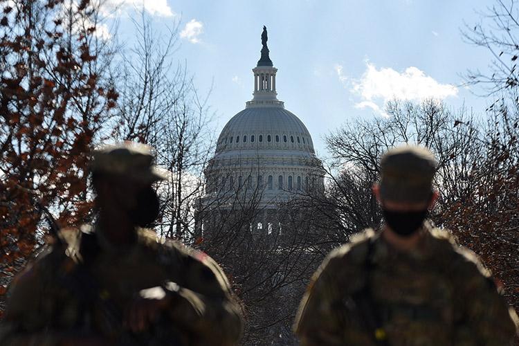 Церемония инаугурации Джо Байдена сегодня (в20.00 помск) пройдет вбеспрецедентных условиях охраны— безопасность намероприятии будут обеспечивать 25тыс. вооруженных бойцов Национальной гвардии США
