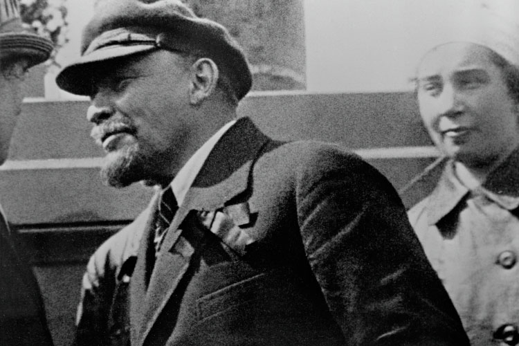 «Ленин — историческая личность, с этим спорить достаточно сложно, но подходить к нему с меркой национальной государственности и линейкой интересов страны — дело совершенно бесперспективное»