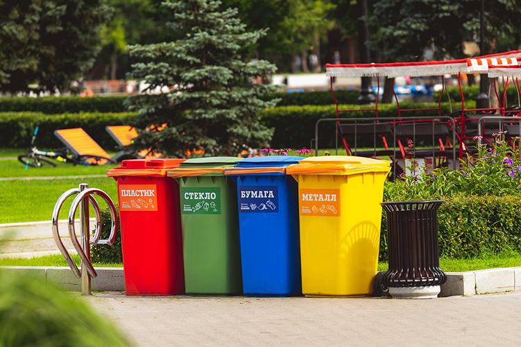 Нет нужды создавать контейнерные площадки, которые вроссийских микрорайонах чаще всего превращаются взаваленные бытовым мусором территории, потому что транспортные компании вынуждены экономить, снижая частоту рейсов