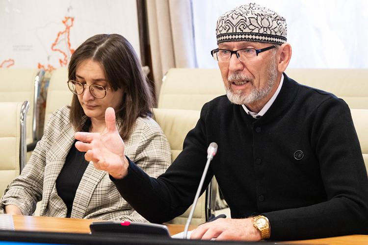 Дамир Исхаков:«Если онбудет заниматься исламским наследием, тоэто направление достаточно важное, потому что винституте раньше был целый отдел, который занимается мусульманскими делами, онвпоследнее время как-то зачах»