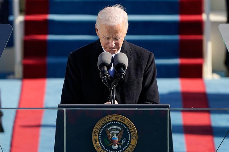 Если Трамп шел во власть, обещая сделать Америку снова великой, то Байден в своей речи пообещал «снова собрать ее воедино»
