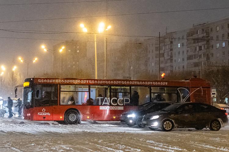 Из-за нехватки кондукторов иводителей были сокращены рейсы общественного транспорта ввечернее время. Увеличен дневной интервал движения автобусных маршрутов №2, 10, 10а, 25, 29, 34, 36, 55, 63, 68, 72, 75, 77, 90