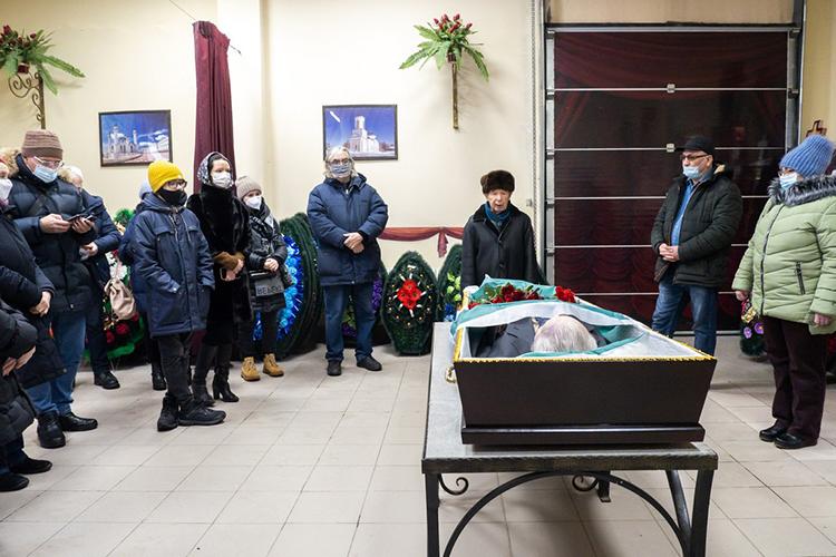 Прощание систорикомБулатом Султанбековымпроходило сегодня вритуальном зале казанской городской больницы №7. Именно здесь ученый скончался, причина— последствия перенесенной новой коронавирусной инфекции