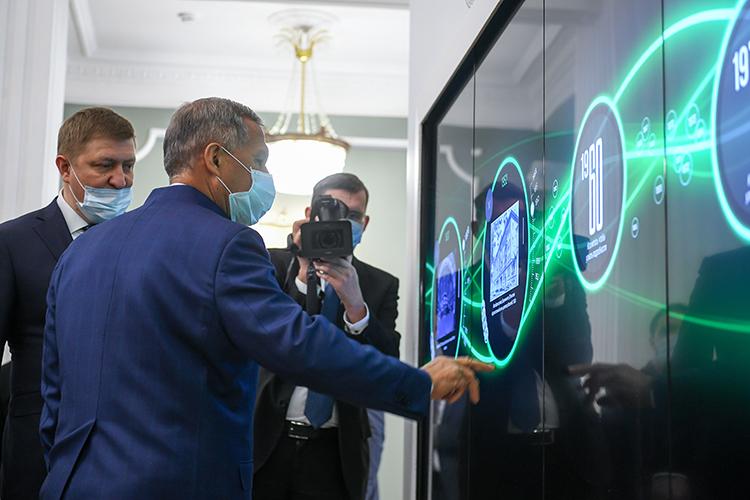 Вместо большой выставки— одинокий стенд комплексной муниципальной геоинформационной системы Казани. Всистеме собрали сведения о2млн объектов и250 наборов пространственных сведений