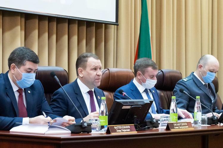Алмаз Хисамутдинов (второй слева),Марат Зяббаров (второй справа), ИльнурГалеев (справа)