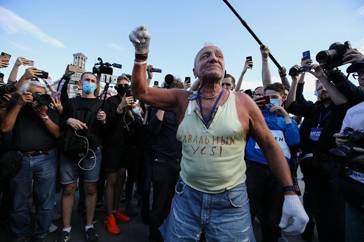 «Они (организаторы митингов) пытаются заинтересовать своих сторонников иколеблющихся ипревратить акции протеста в«хеппенинг», веселый иприключенческий»