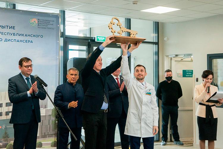 С уникальным оборудованием ценой в 1,7 млрд и молодыми, но высокопрофессиональными онкологами новый онкоцентр Закамья начал работу