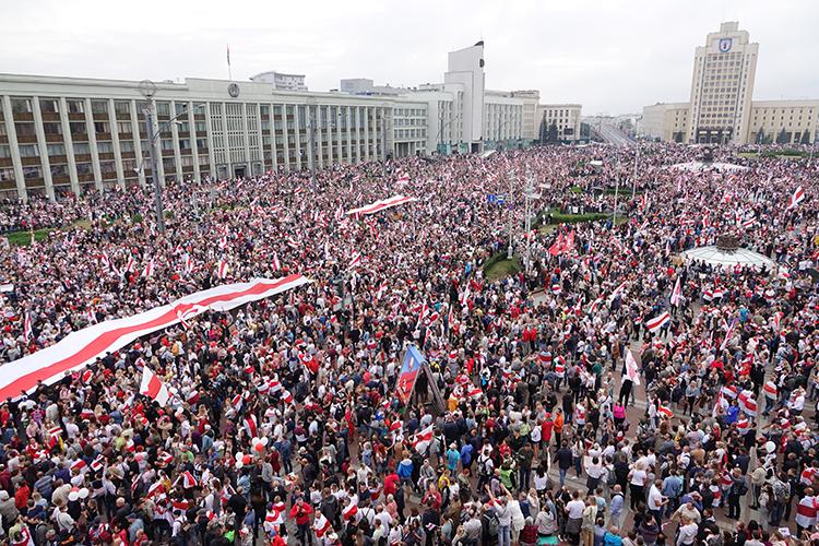 «Что надо сейчас сделать власти? Надо еще раз внимательно изучить то, что происходило вБелоруссии впрошлом году, какие ошибки были допущены Лукашенко»