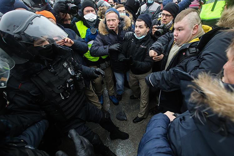 Акции вподдержку Навального прошли, поменьшей мере, в125 городах страны. При этом оценки ихмассовости значительно разнятся