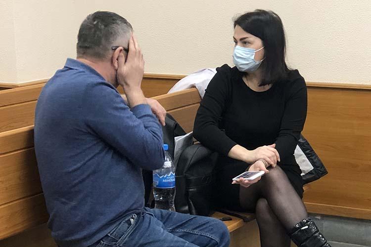 Силовики задержали Алчина в конце прошлой недели. После допроса он пару ночей провел в изоляторе временного содержания. В понедельник его доставили в Приволжский районный суд, который рассматривал ходатайство следствия о его аресте