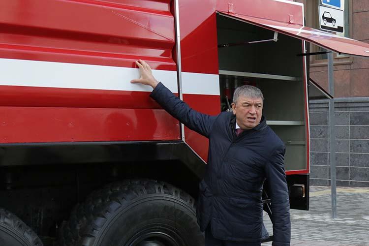 В 2018 году глава республиканского МЧС Рафис Хабибуллин анонсировал старт президентской программы капитального ремонта пожарно-спасательных КАМАЗов. На благую цель из бюджета РТ выделили 80 млн рублей