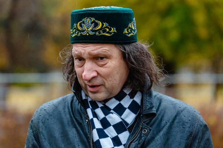Павел Шмаков: «Мы гордились такими учителями. Математик Володя Фалин. Биолог Женя Сапаев. И вот теперь и Сайяр. Все они владели редким искусством — влюблять детей в то, что любят сами, в то, что глубоко понимают»