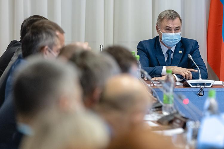 Фарит Ханифов: «Мывместе сзаводчанами станем участвовать вподготовке документа ивпишем туда основные мероприятия, которые впервую очередь окажутся нужны инам»
