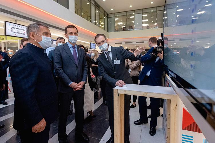 Несмотря на продолжающуюся пандемию, большую часть татарстанского кабмина и ряд известных бизнесменов ждала большая выставка ИТ-разработок самого разного калибра