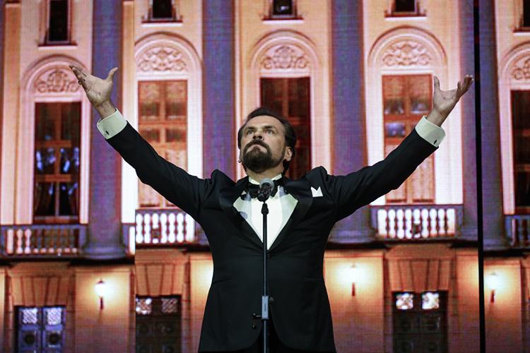 Второй спектакль Панджавидзе нафестивале— «Борис Годунов», который традиционно пройдет вдень рождения Федора Шаляпина, 13февраля. Главную роль вочередной раз исполнитМихаил КазаковизБольшогоже театра
