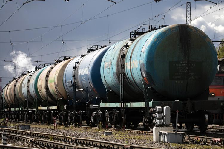 Если бензин вГермании стоит втри раза дороже, чем вРоссии, иутебя нет никаких экспортных барьеров, тотывсеми правдами инеправдами будешь пытаться сплавить бензин туда, организуя здесь, всвоей стране, дефицит ирост цен