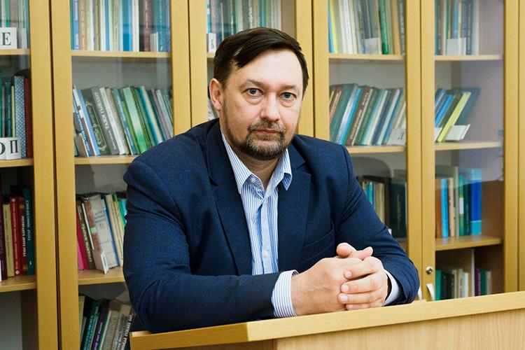 Олег Хисамов:«Был 1992 год— период невероятного подъема национального самосознания. Множество людей целенаправленно шли нафакультет татарской филологии, истории ивосточных языков. Была огромная нехватка таких специалистов»
