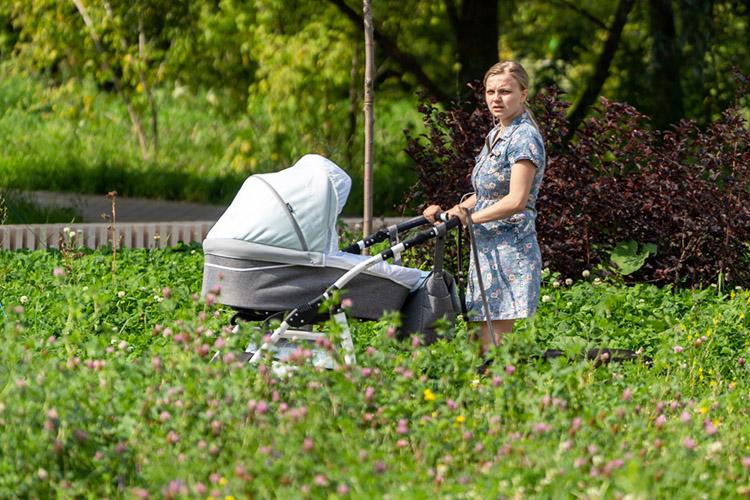 «За2020 год вНабережных Челнах зарегистрировано рождение 6736 детей. Изгода вгод мальчиков рождается больше, ихколичество составило 51%, адевочек— 49%»