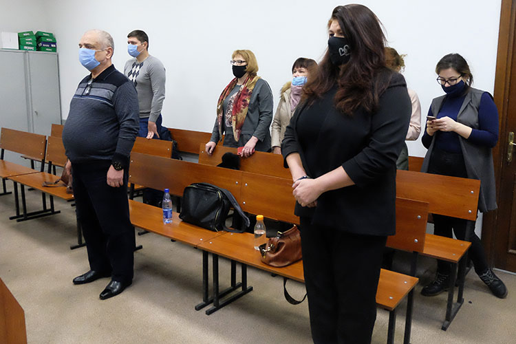 Когда уФОНа начались финансовые трудности, Ливада иАхметзянова продолжали позиционировать компанию как «успешную иперспективную», зачитал судья