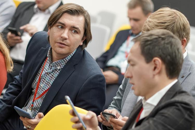 Шамиль Саттаров (слева):«Мыпросто смотрим, что впервую очередь должно маркироваться— и, честно, мыэти модели просто невыпускаем»