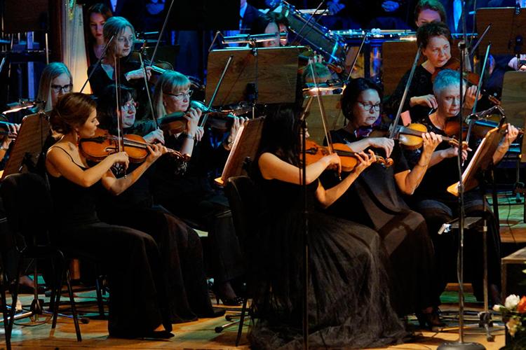 Полуконцертное исполнение оперы, оноже семистейдж— внешне непритязательный иудобный для театра, надележе требовательный формат
