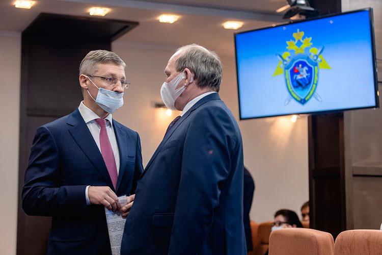 Председатель Верховного суда РТ Ильгиз Гилазов (справа) и министр внутренних дел Артем Хохорин (слева)