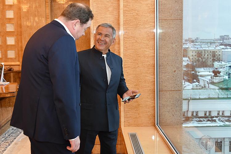 «Я дважды встречался с Рустамом Миннихановым — сразу после подписания контракта и на открытии манежа в сентябре. Мы говорили больше об общих вопросах. Президент Татарстана следит за нами, переживает»