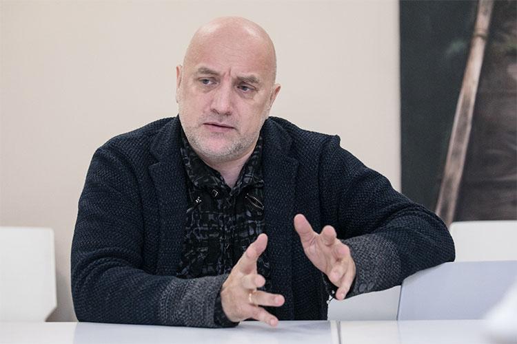 Захар Прилепин: «Люди, которые стоят за митингами, имеют по всему миру тысячи дворцов»