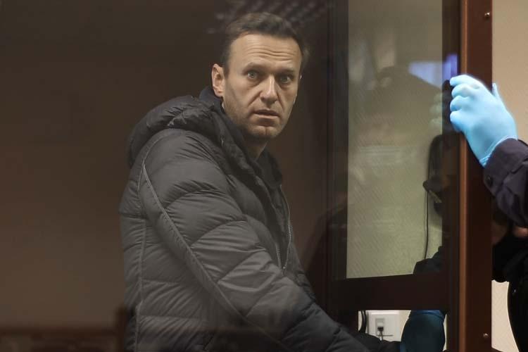 «Если бы за ним [Навальным] кто-то стоял, то он бы так своей жизнью и судьбой не распоряжался. Если бы у него были перед кем-то какие-то обязательства, он бы себя берег. А здесь человек, который отвечает только перед собой и свой семьей»