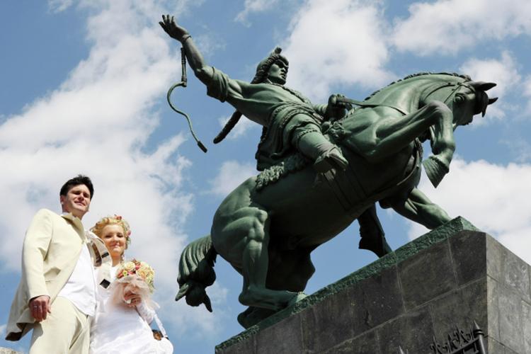 Одна из амбициозных целей — введение сюжетов башкирской истории икультуры вфедеральные учебники поистории для средних школ