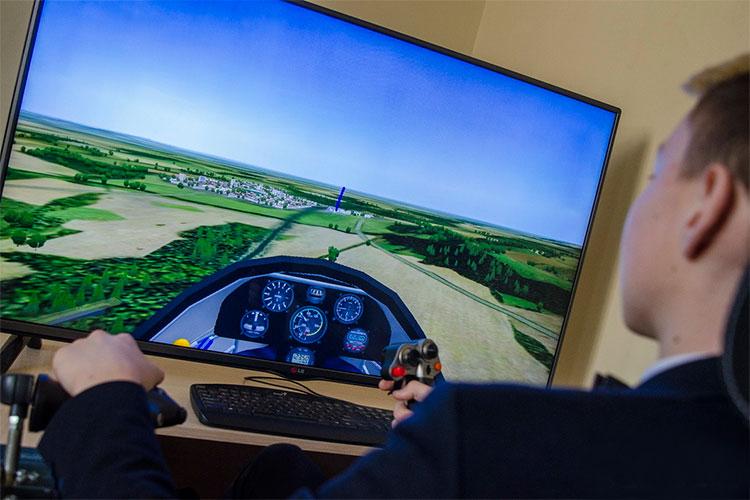 Лицей №35 — часть системы, проекта Ивана Лямина «Страна авиация», стартовавшего при поддержке правительства РТ в 2014 году. Пока это 10 авиационных классов в школах РТ
