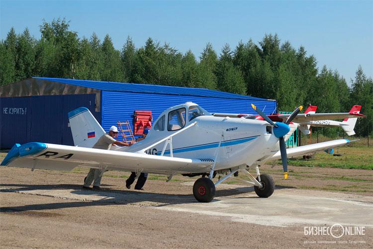 На собственные деньги делает вертолет Валерий Карташев. Место под постройку вертолета ему предоставила казанская фирма МВЕН — разработчик легких самолетов: подняты в воздух «Фермер-2» (на фото), МВ-500