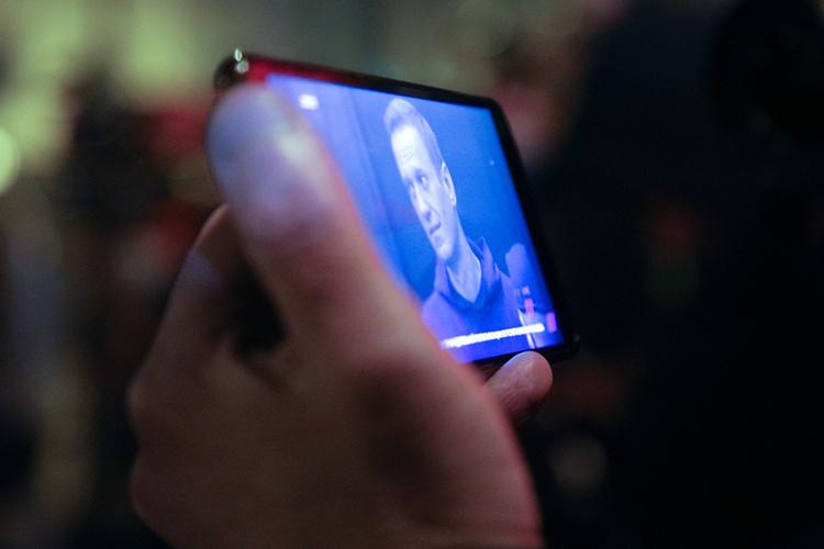 «Своим заявлением сосуждением Навального Явлинский прилюдно поцеловал перстень уПутина, преследуя одну цель— сохранить госфинансирование своей партии, которое целиком зависит оттого, дадут или нет ейвАПпровести некоторых кандидатов взаксобрания ряда регионов»