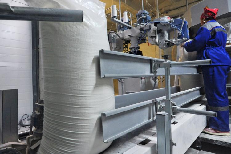 «Это бывший мукомольный комбинат, там стоят бетонные силоса, хранение— 40тысяч тонн»,— так охарактеризовал БКХП №2 начальник управления Минсельхозпрода РТвБугульминском районе РТИльдар Исмагилов