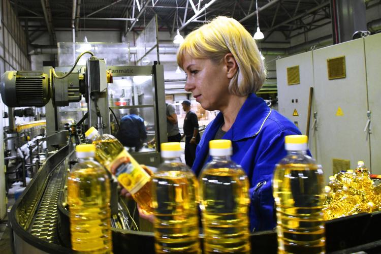 Вбудущемкомпания Штефана Дюрра намерена провести реконструкцию БКХП ипостроить комбикормовый завод смощностью 40 тонн вчас, атакже линию попроизводству подсолнечного масла