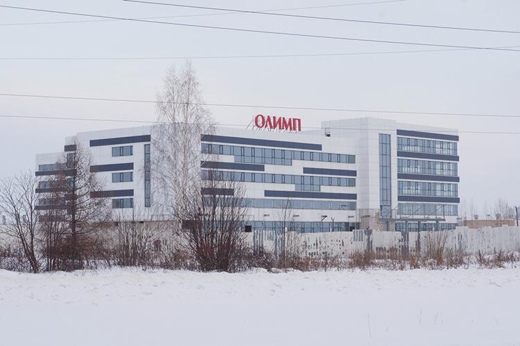 На«Авито» выставили напродажу недостроенный офисно-деловой комплекс «Олимп»— крупнейший бизнес-центр Закамья, который расположился впромышленной зоне города, напротив НТЦ КАМАЗа