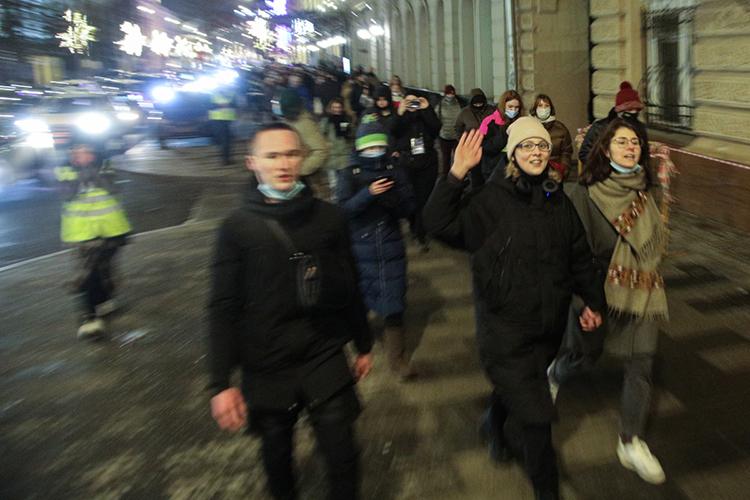 Коммунисты возмущены двойными стандартами:ранее властисогласовалимитинг ихпотенциальных оппонентов «против репрессий изадержаний». Это мероприятие, триггером для которого стали массовые задержания участников несанкционированных акций вподдержкуАлексея Навальноговянваре