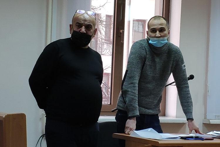 Адвокат Наджафова (слева)Марат Хусаинов(справа) заметил, что нарушения были втовремя, когда Наджафов еще находился вСИЗО вовремя следствия, азначит, неидут всчет. Кроме того, принудительные работы— неУДО, азначит здесь условие полного исправления ненужно