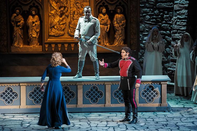 Оперу Джузеппе Верди «Трубадур» показали наШаляпинском фестивале впостановке 2015 года отамериканского режиссера Ефима Майзеля