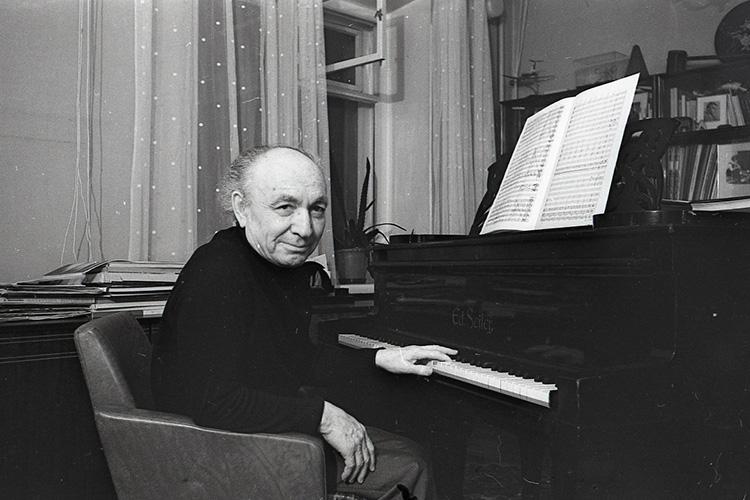 Форум носит имя Назиба Жиганова, одного изосновоположников татарского профессионального музыкального искусства, ктомуже вянваре исполнилось 110 лет содня рождения знаменитого композитора