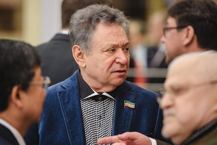 Рауфаль Мухаметзяновеще пять лет назад,отвечаянавопрос журналиста отом, почему театр игнорирует 110-летие Джалиля, спокойно ответил, что вРоссии принято слишком трепетно относиться к«физическим лицам»