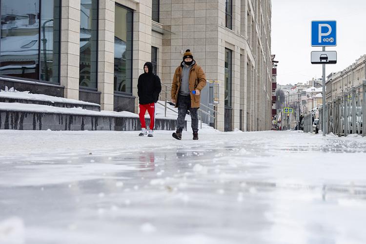 Жители Казани, решившие сегодня утром покинуть свои подъезды ивыйти наулицу, встретились снеприятным сюрпризом