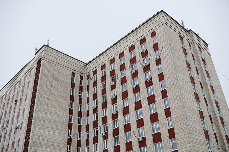 """Бывшее здание """"Татстроя"""" не вписывается в правила зон охраны казанского Кремля. При любой реконструкции у него нет будущего: его ждет снос в любом случае - рано или поздно"""