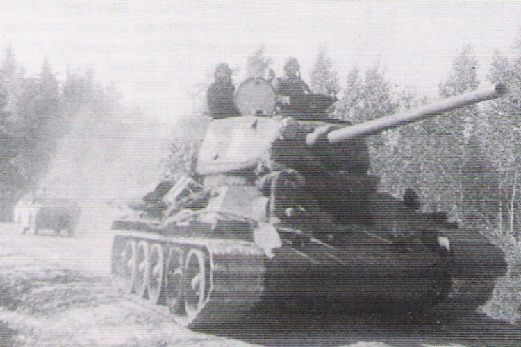 Летом 1944 года капитан Николаев— заместитель командира батальона тяжелых танков