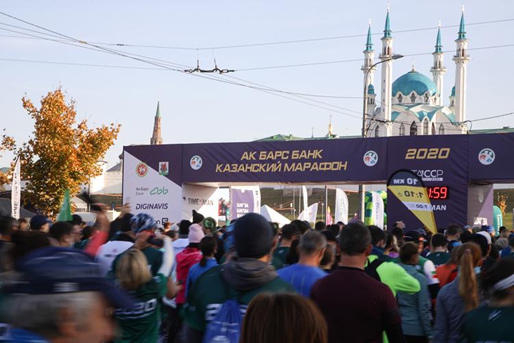 Внешние обстоятельства никак непомешали проведению казанского марафона впрошлом году. Пусть его немного сдвинула пандемия коронавируса, нозабег состоялся воктябре. Онсобрал 11тыс. участников