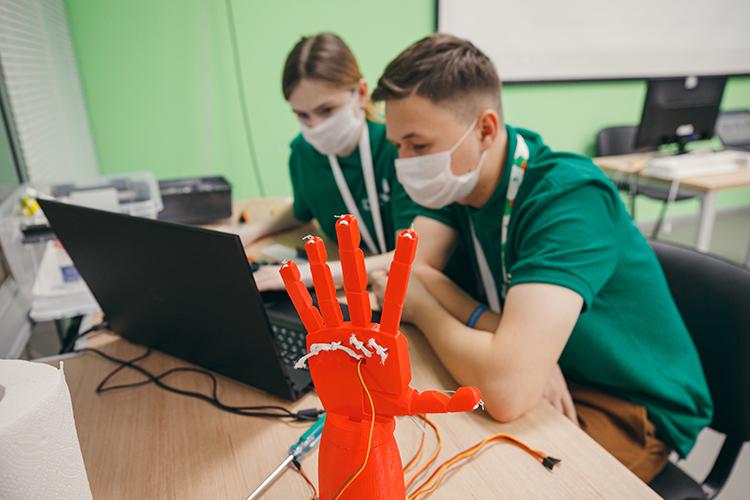 «WorldSkills стал катализатором улучшения материально-технической базы учреждений профобразования, исегодня наэтом современном оборудовании нетолько тренируются члены сборной, ноиобучаются все студенты»